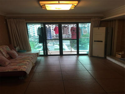 城市山林居家2房,客厅出阳台,看房随时都方便的