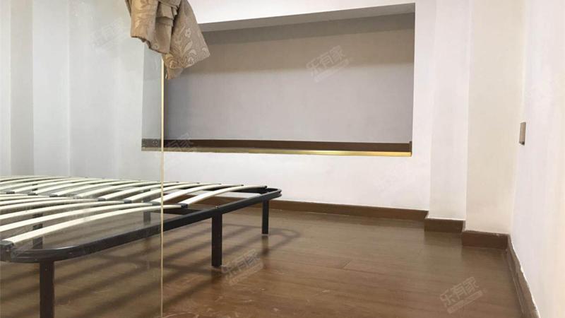 金泓财富公馆东南精装1室1厅34.06m²