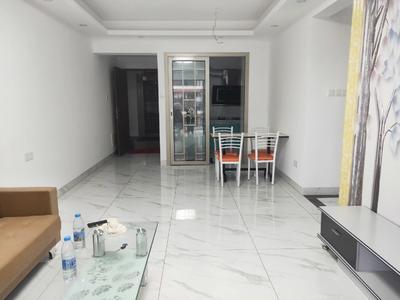 精装修3房,业主是很诚心出租的,装修保养好。