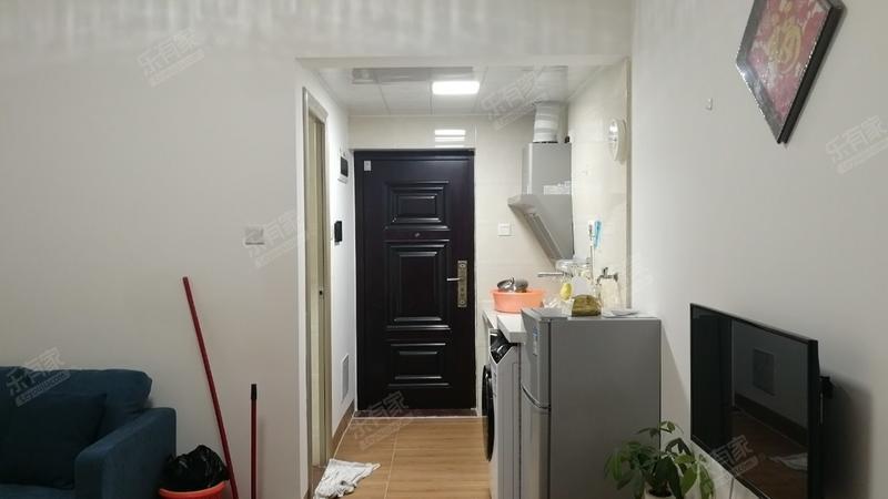 新地中央,精装单身公寓,诚心出售