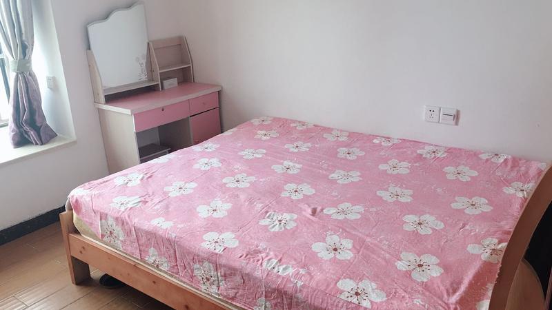 联冠广场1室1房普装,业主诚心出售。