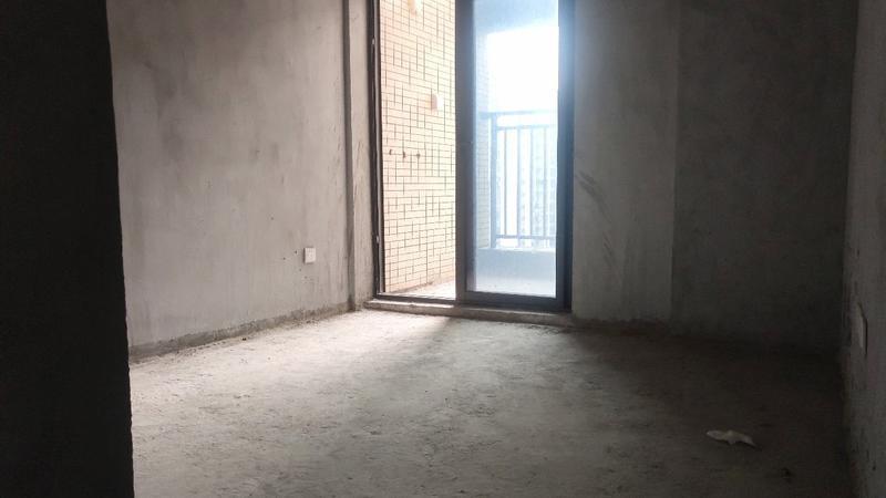 业主急售毛坯3房,临近地铁口,华盛峰荟