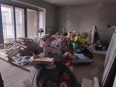 龙胜地铁口毛坯5房,未改动,可根据自己喜欢的风格装修-深圳特发和平里二期二手房