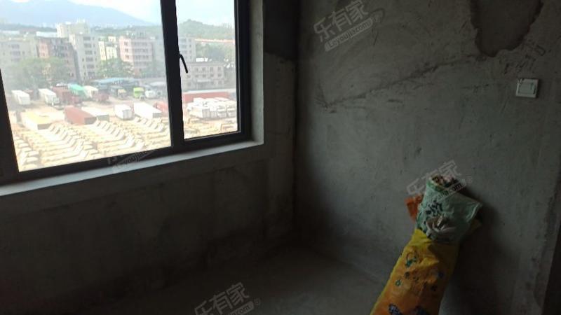 丹梓龙庭,毛坯一房一厅,户型方正,业主急卖,看房方便有钥匙
