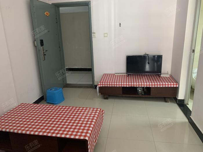 和华国际公寓客厅-1
