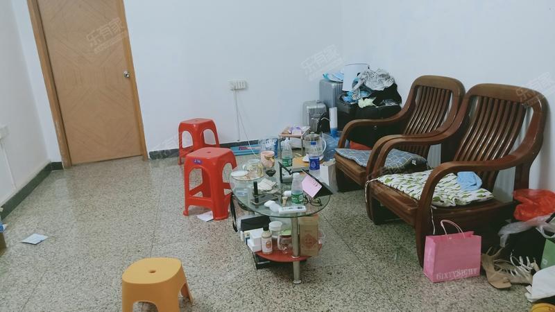 公交公司宿舍客厅-1