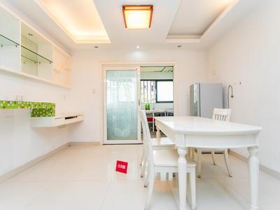 金地梅陇镇二期正规精装三房,业主诚心出租。