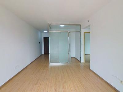 满2年,京基宽大两房,楼下就是大润发,看房方便