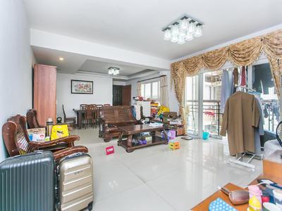 天朗风清正规四房出售。