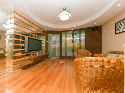 罗湖精装大房子,户型方正采光通风好,业主诚心出租。