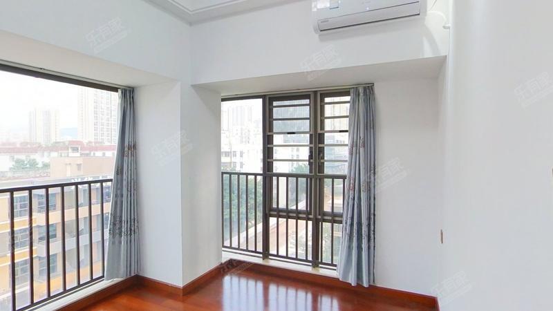 德润荣君府70年产权公寓