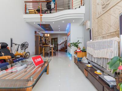顶楼复式带露台的,中空复式,装修保养不错-深圳星海名城三期二手房