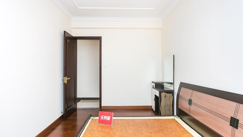 恒大御景半岛西南普装2室2厅84.58m²