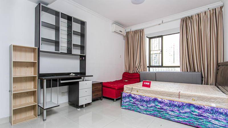 旭景一期高楼层大三房,户型非常通透安静,居住舒适!
