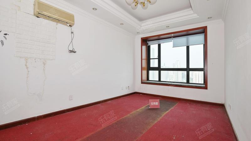 皇都广场东南精装6室2厅220.81m²