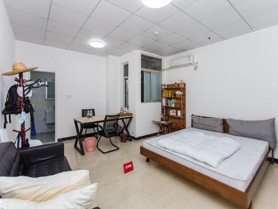 居家装修,拎包入住,业主诚心出售,看房方便。-深圳群星广场二手房