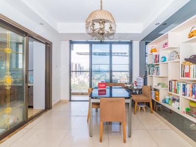 满五年客厅出阳台,可以申请龙外,出小区就是16号线大运北站-深圳绿景城市立方二手房