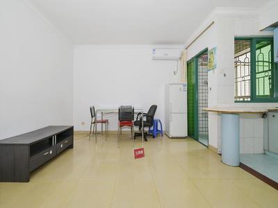 精装修一房一厅,南向通风采光俱佳,家私齐全,近地铁-深圳皇御苑A区租房