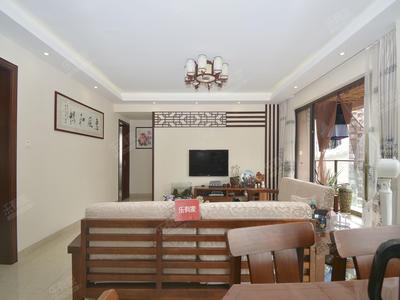 房子是双拼的,业主自住,正规四房。-深圳领航里程花园二手房