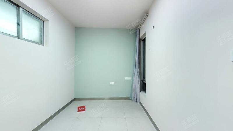 刚需必选笋盘,业主换房急售,电梯大两房,高楼层视野好