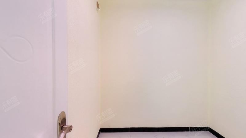 恒丰工业城东南普装2室出售!
