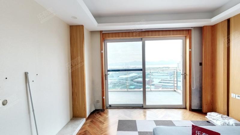 高楼层看一线海景,没有遮挡,前后双阳台,少有放售!诚意卖!