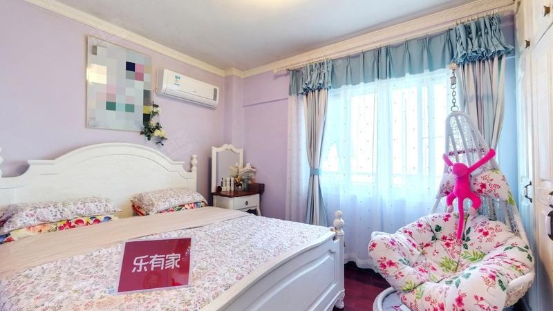 太子山庄二期、精装小三房、装修很好,业主诚心出售!