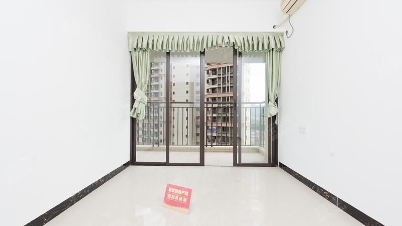 中间楼层精装三房,诚心出售,装修保养好
