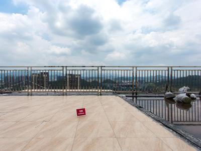 阳光天健城顶层复式,四层豪装,俯瞰大运,品质小区