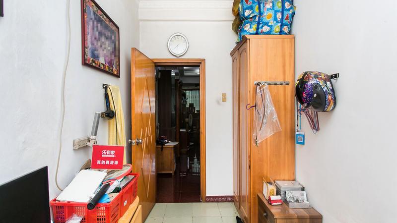 上川地铁口电梯超大五房诚心出售,五十平跑马大客厅