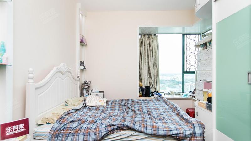 阳光城市家园精装三房诚心出售。