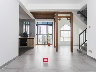 龙光城三层复式出售,精装修,满两年