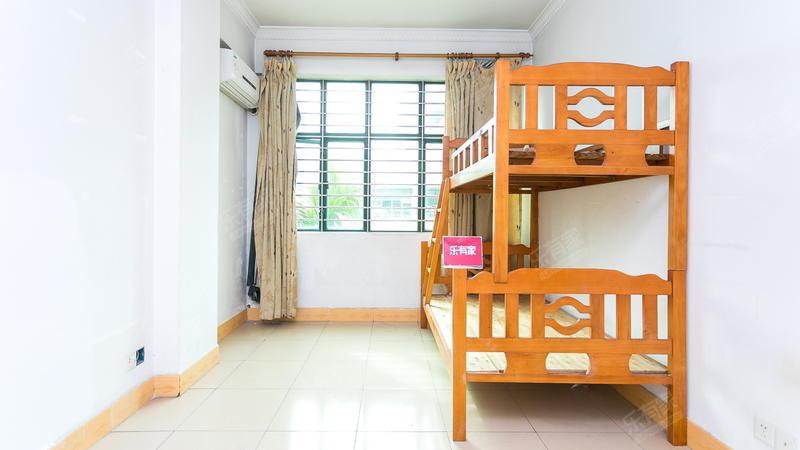 锦江花园一期免双税普装3房,产权清晰,业主诚心出售,方便看房